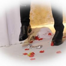 חתן וכלה בחתונה